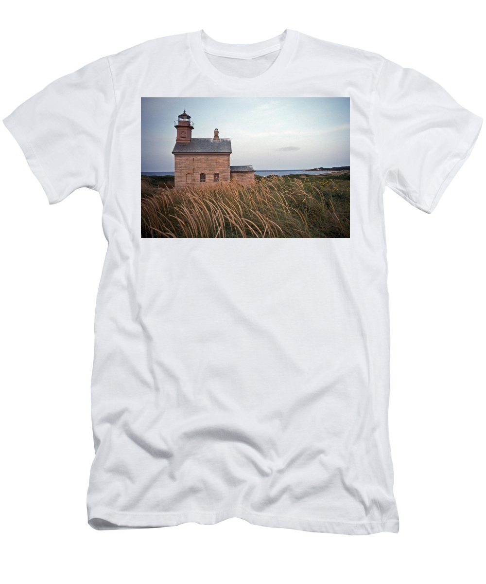 Lighthouse Men's T-Shirt (Athletic Fit) featuring the photograph Block Island North West Lighthouse by Skip Willits