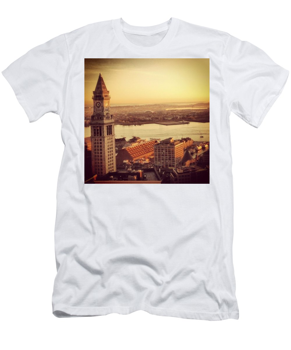 Boston Men's T-Shirt (Athletic Fit) featuring the photograph Boston's Custom House by Mark Valentine