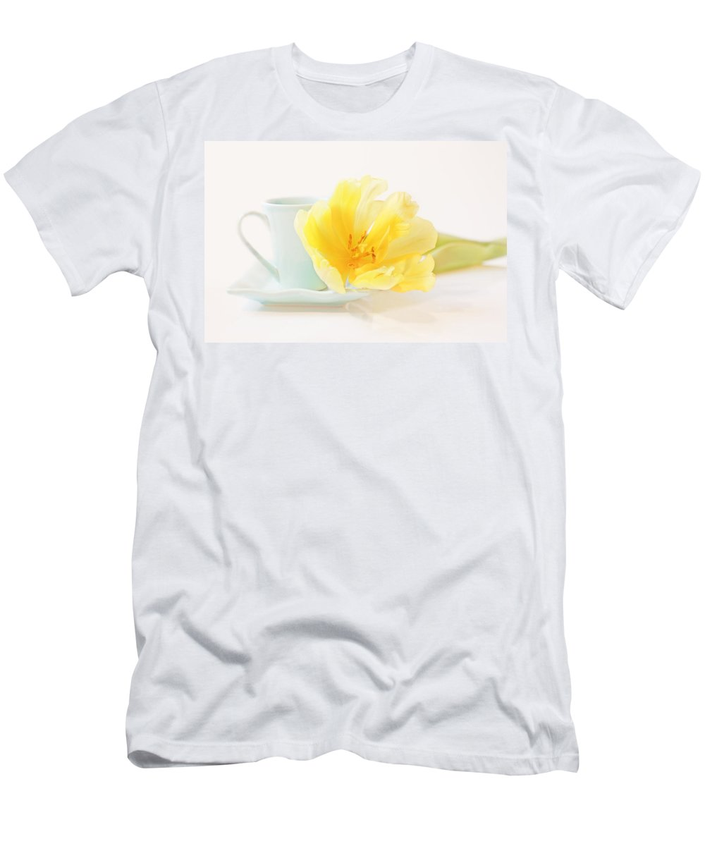 Cup Men's T-Shirt (Athletic Fit) featuring the photograph Breakfast With Tom by Claudia Moeckel