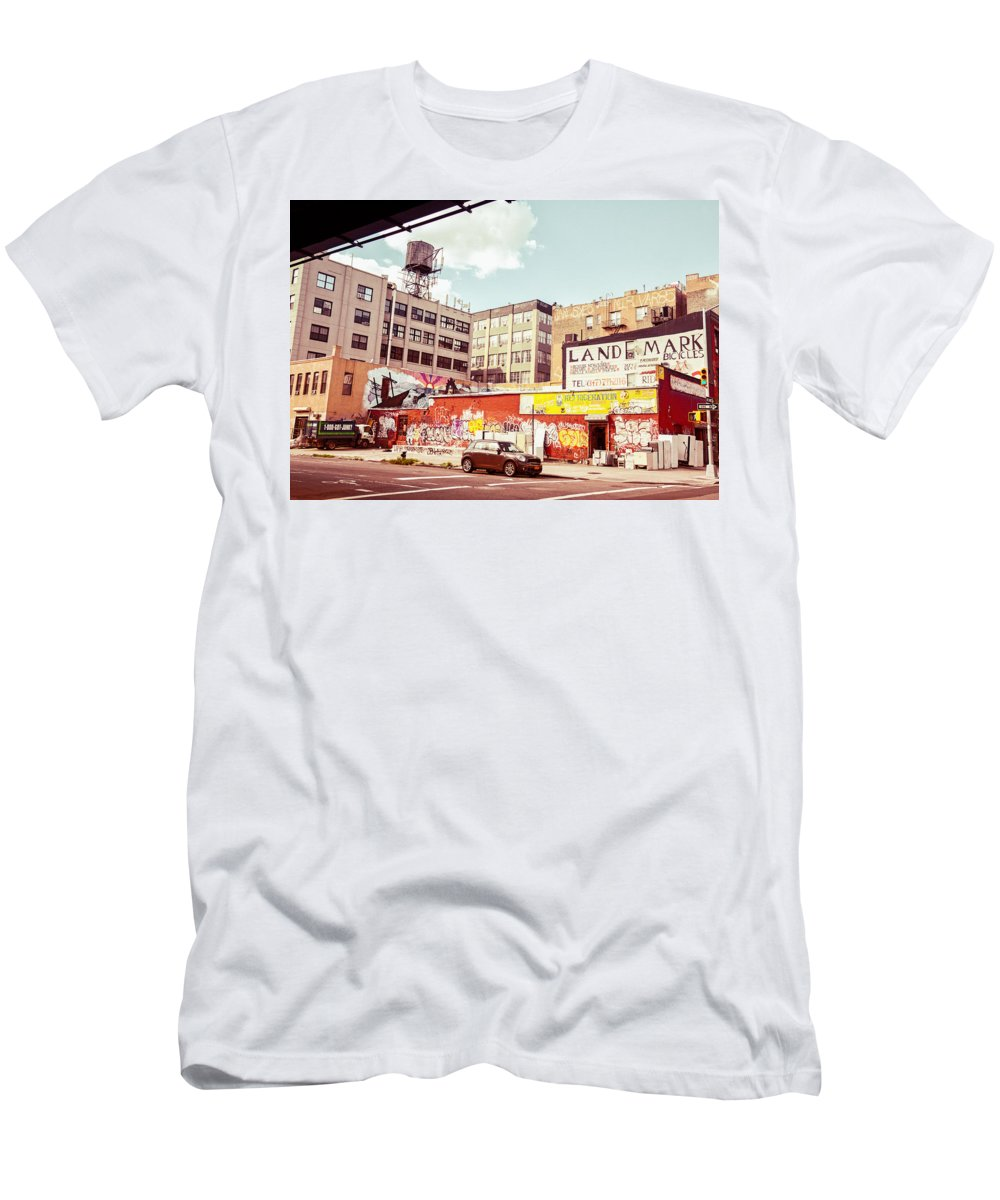 Brooklyn Men's T-Shirt (Athletic Fit) featuring the photograph Brooklyn - New York City - Williamsburg by Vivienne Gucwa