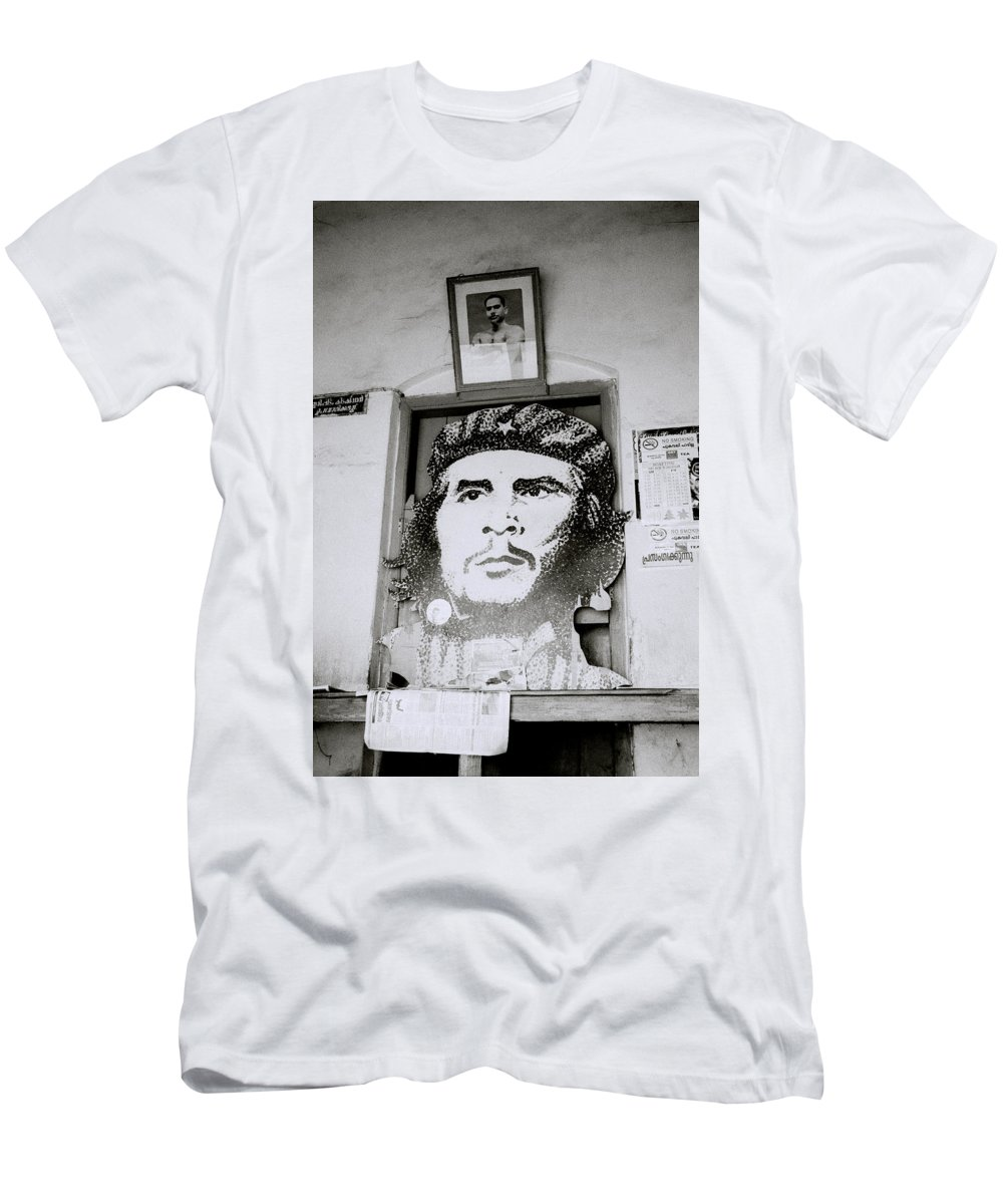 Che Guevara Men's T-Shirt (Athletic Fit) featuring the photograph Che The Revolutionary by Shaun Higson