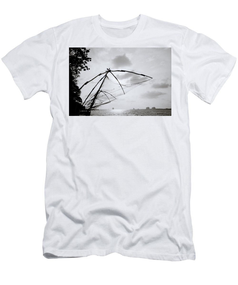 Seascape Men's T-Shirt (Athletic Fit) featuring the photograph Sunset Over Cochin by Shaun Higson