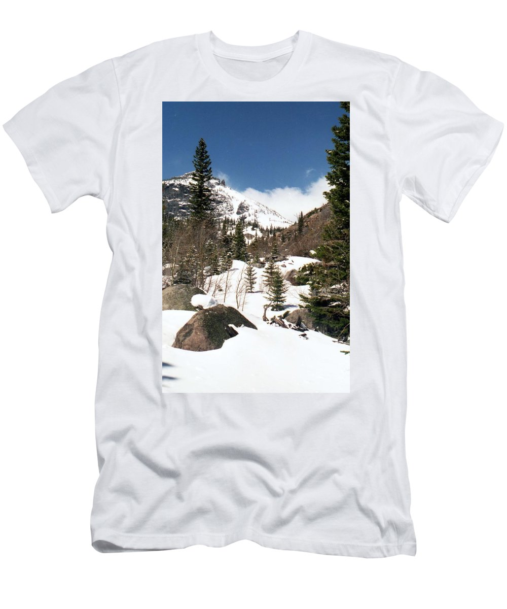 Rocky Mountain National Park Men's T-Shirt (Athletic Fit) featuring the photograph Colorado - Rocky Mountain National Park 02 by Pamela Critchlow