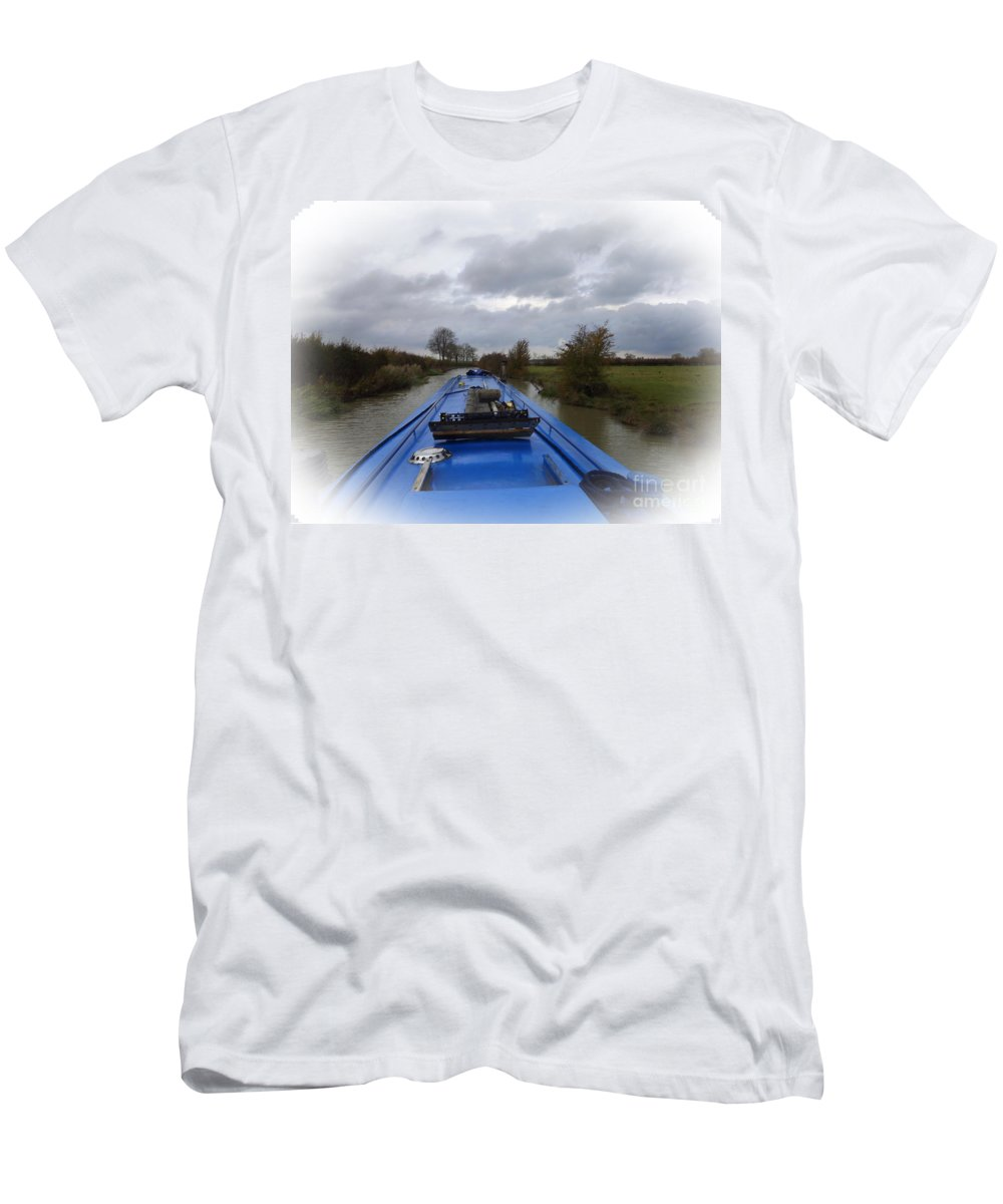 Narrowboat Men's T-Shirt (Athletic Fit) featuring the photograph Dunrushin by Linsey Williams