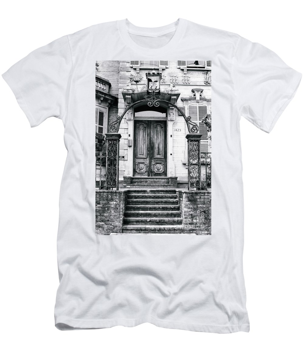 Architecture Men's T-Shirt (Athletic Fit) featuring the photograph Elegance Past by Rory Sagner