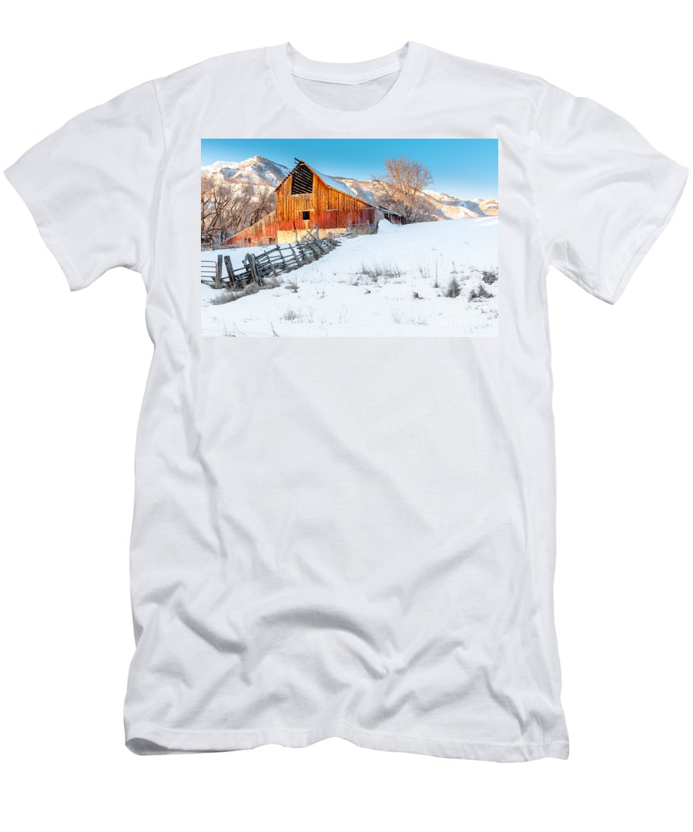 Canon Men's T-Shirt (Athletic Fit) featuring the photograph Golden Barn At Sunrise by Nicholas Pappagallo Jr