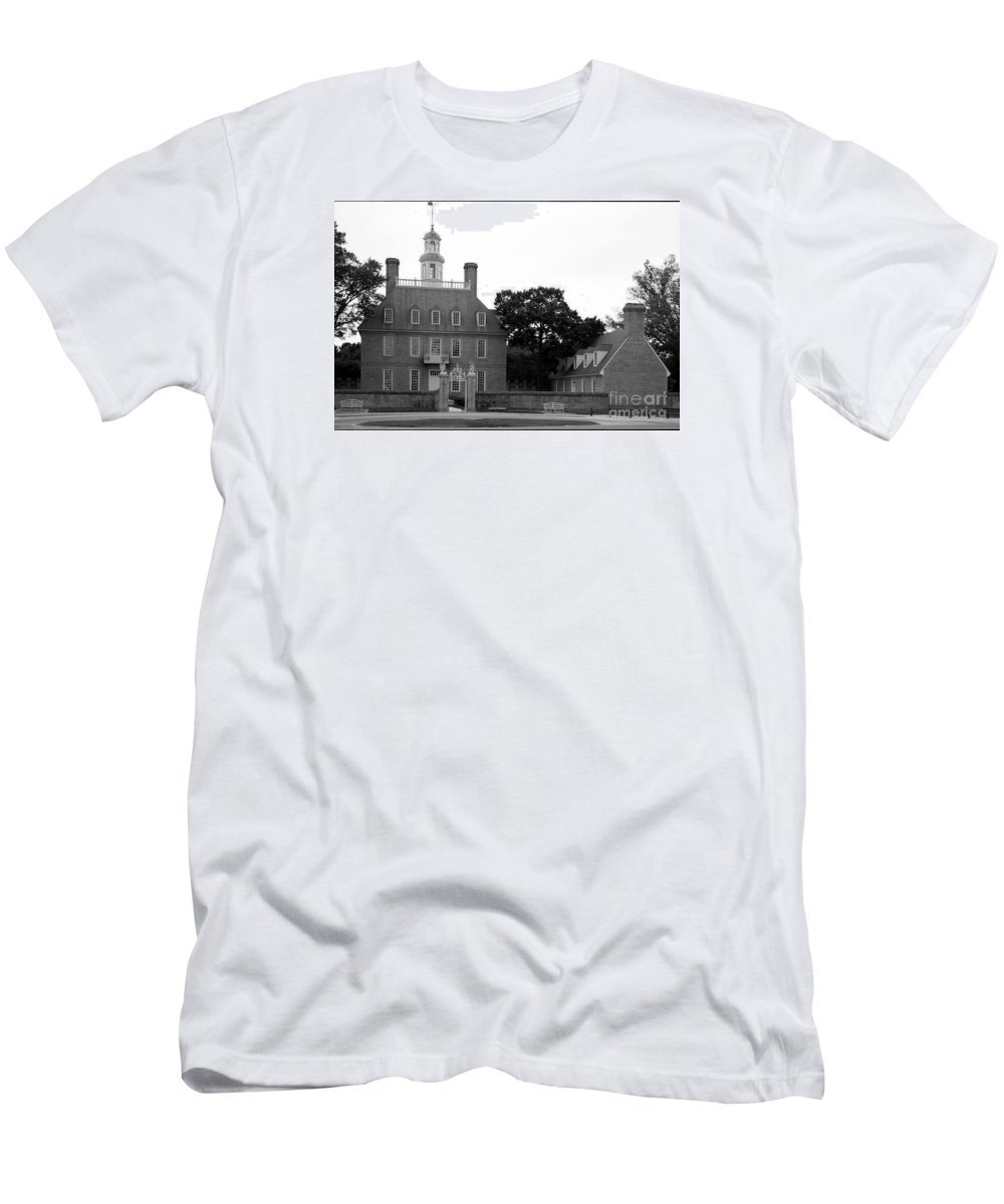 Governers Palace Men's T-Shirt (Athletic Fit) featuring the photograph Governers Palace Colonial Williamsburg by Christiane Schulze Art And Photography