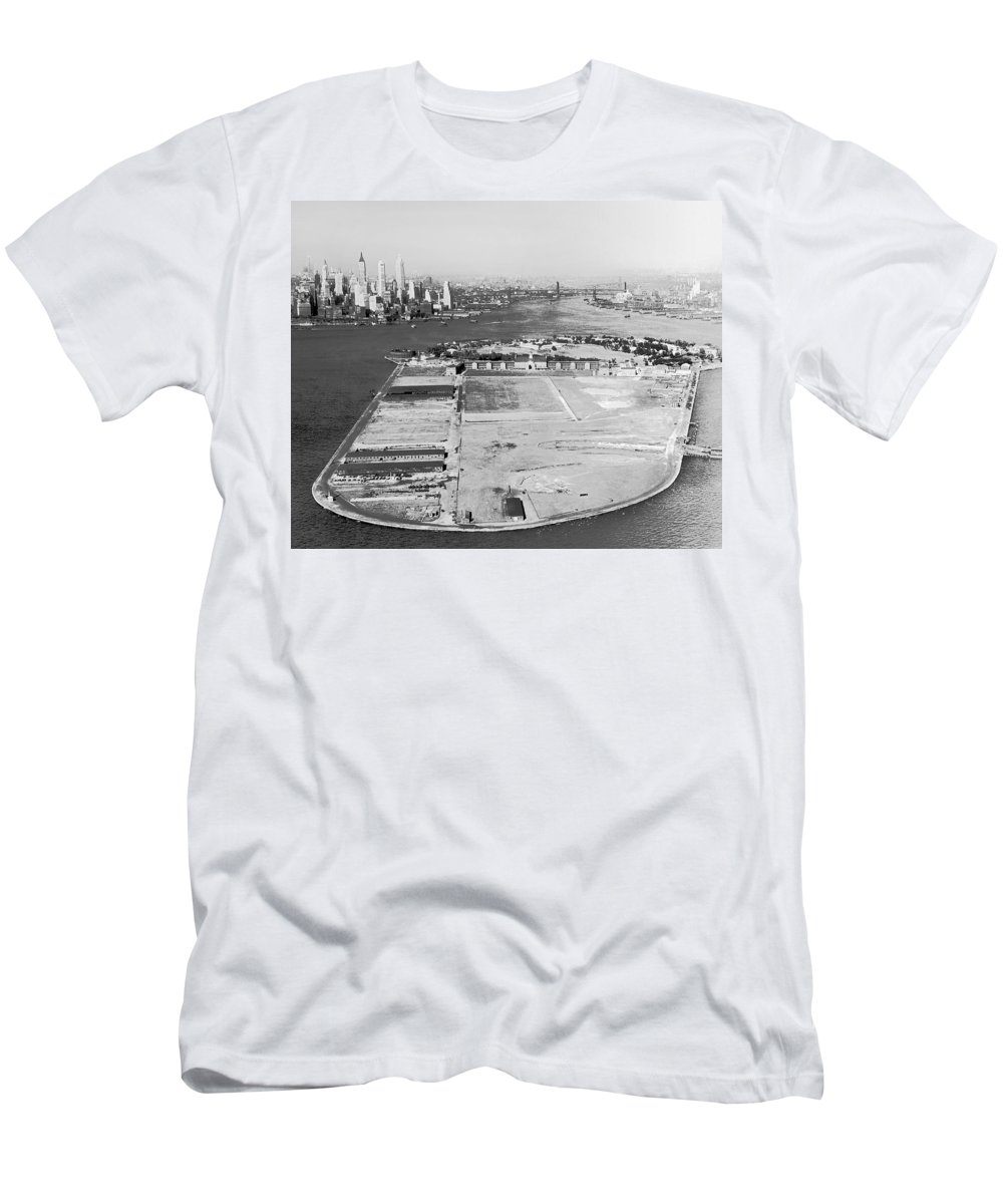 1930s T-Shirt featuring the photograph Governors Island In Ny by Underwood Archives