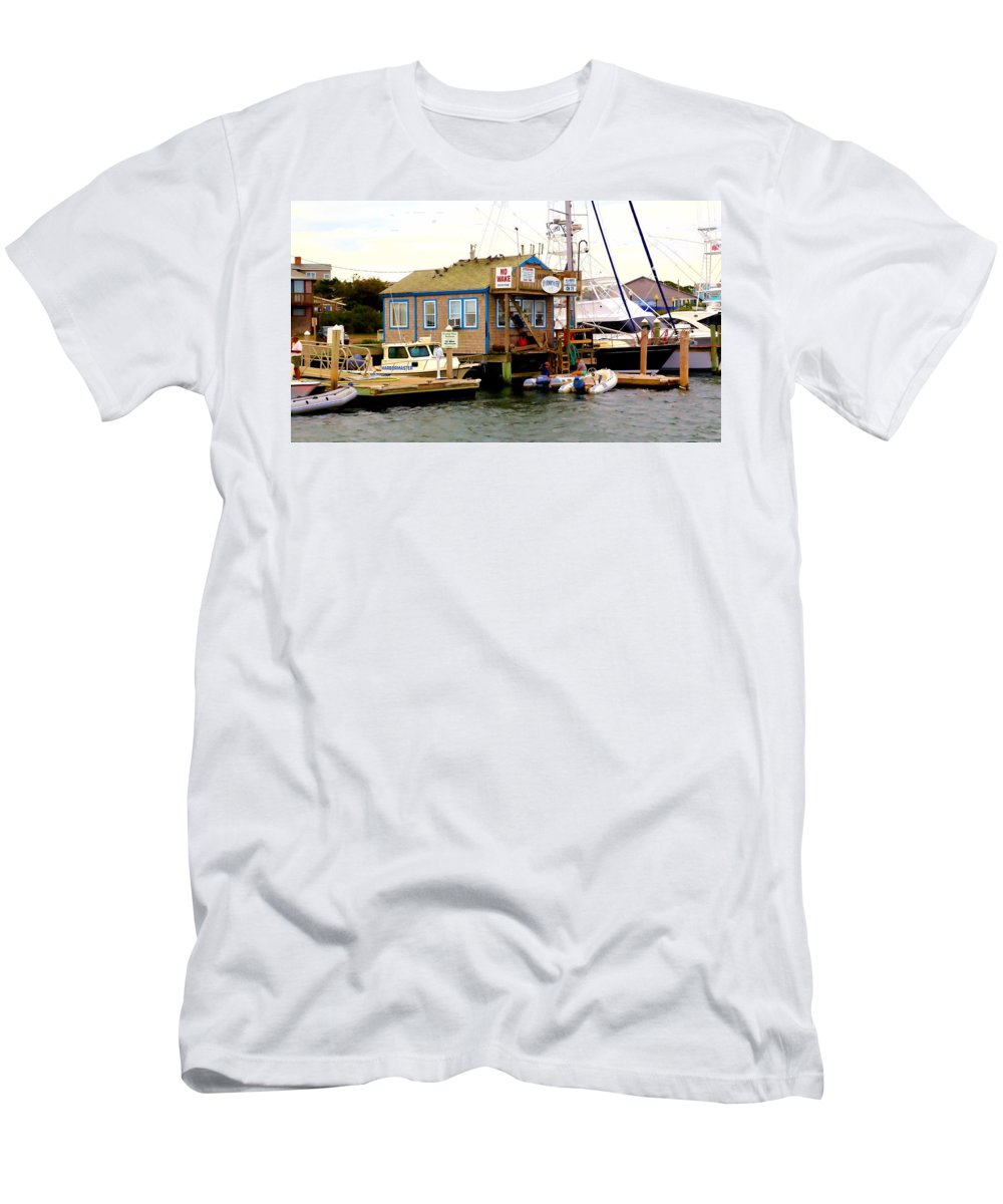 Cape Cod Men's T-Shirt (Athletic Fit) featuring the photograph Harbor Master by Robert McCulloch