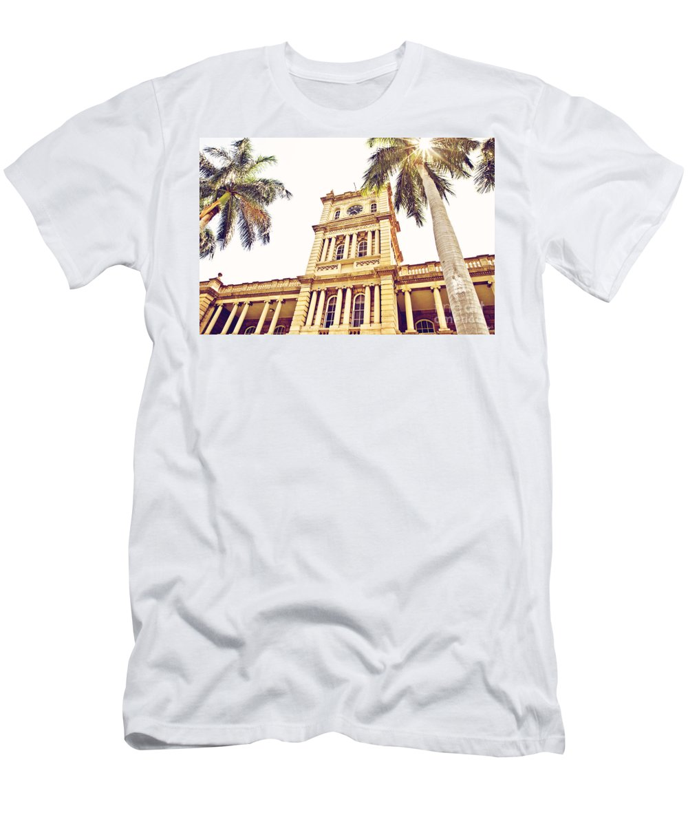 Hawaii Supreme Court Men's T-Shirt (Athletic Fit) featuring the photograph House Of Heavenly Kings by Scott Pellegrin