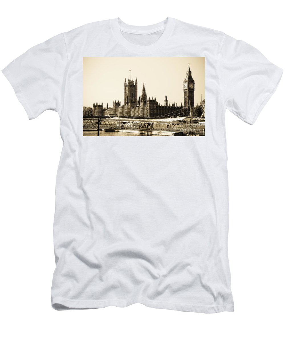 Big Ben Men's T-Shirt (Athletic Fit) featuring the photograph Houses Of Parliament by Lana Enderle