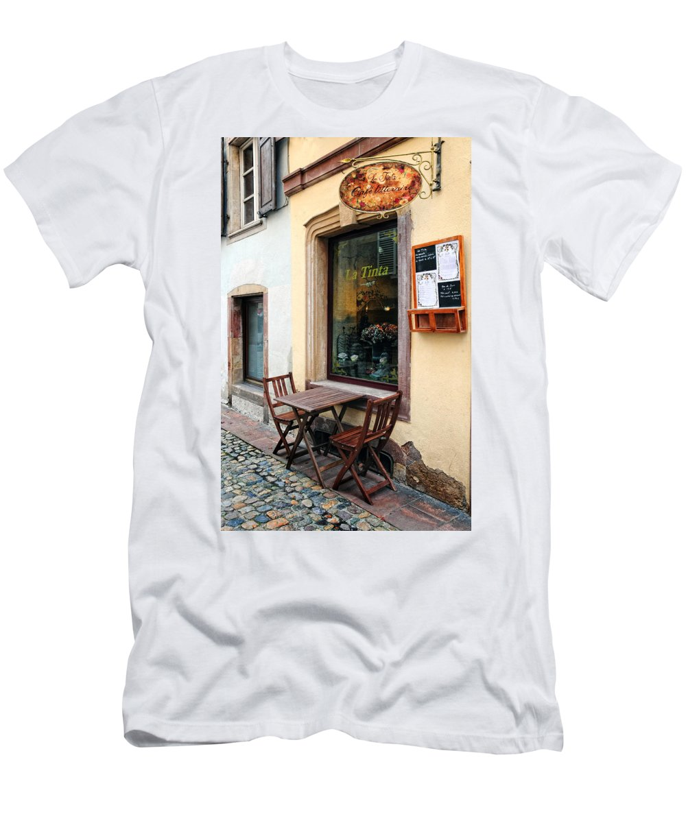 Cafe Men's T-Shirt (Athletic Fit) featuring the photograph La Tinta Cafe by Dave Mills