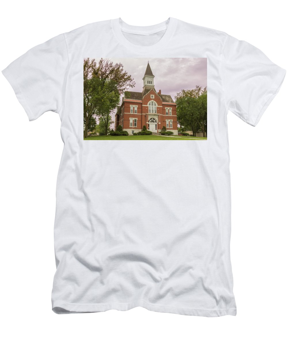Court Men's T-Shirt (Athletic Fit) featuring the photograph Linn County Courthouse by Ken Kobe