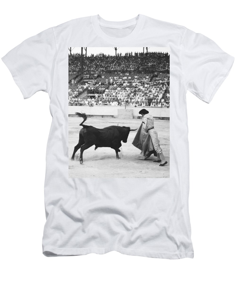 1940s Men's T-Shirt (Athletic Fit) featuring the photograph Matador Silverio Perez by Underwood Archives