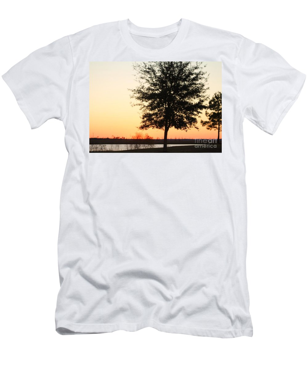 Mississippi Men's T-Shirt (Athletic Fit) featuring the photograph Mississippi Sunset 14 by Michelle Powell