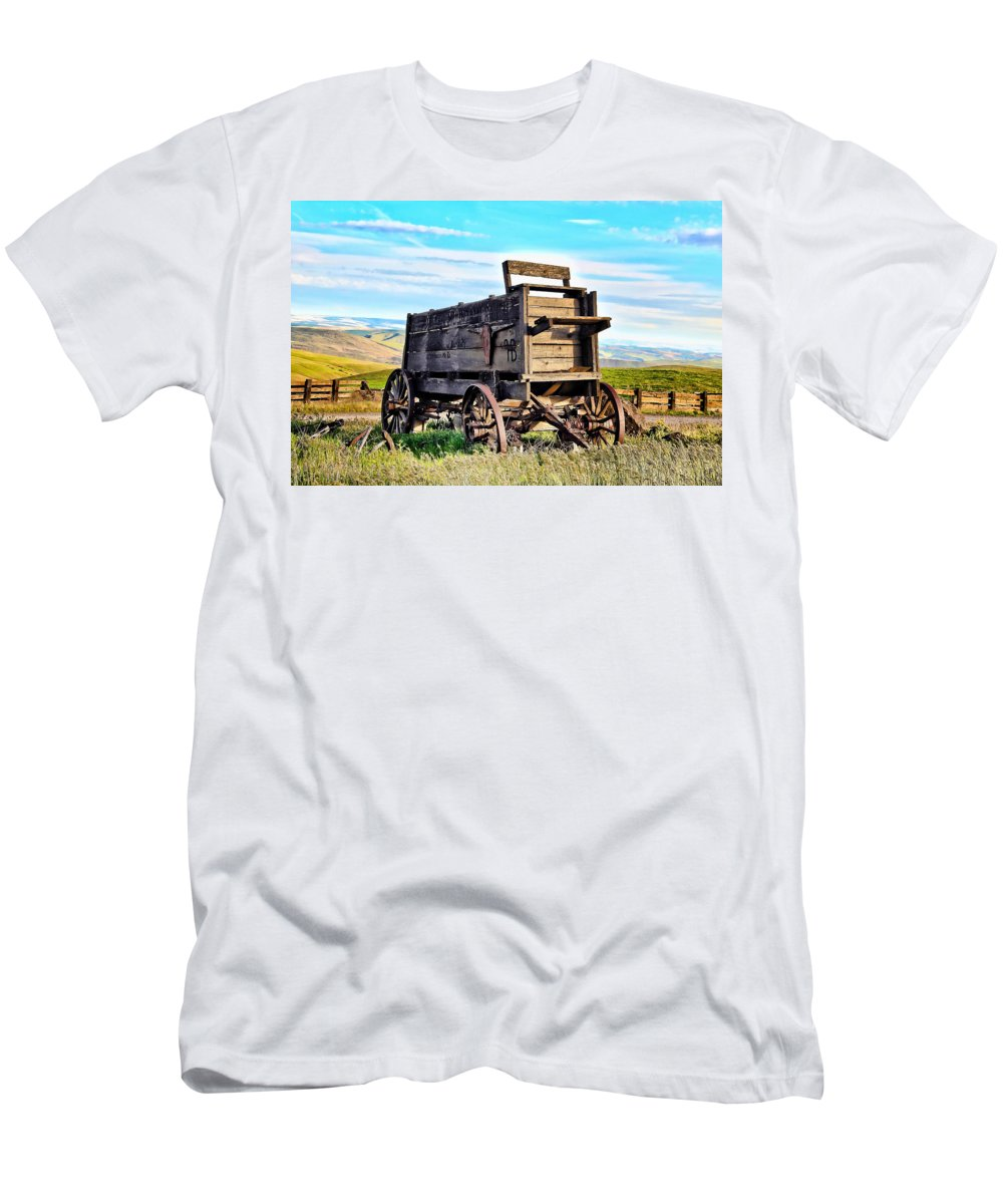 Covered Wagon Men's T-Shirt (Athletic Fit) featuring the photograph Old Covered Wagon by Athena Mckinzie