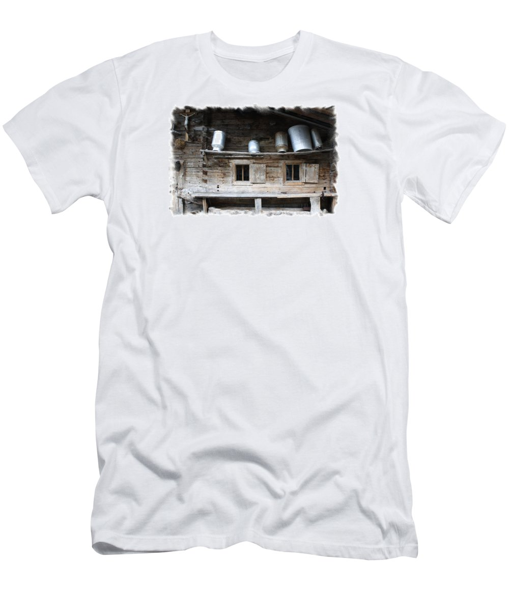 Old Farmhouse Men's T-Shirt (Athletic Fit) featuring the photograph Old Farmhouse by Ha Ko