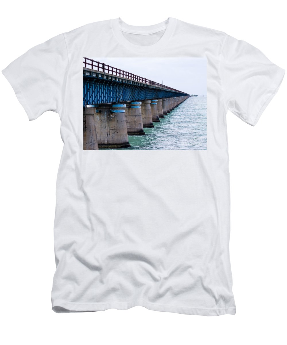 7 Mile Bridge Men's T-Shirt (Athletic Fit) featuring the photograph Old Seven Mile Bridge by Tracy Knauer