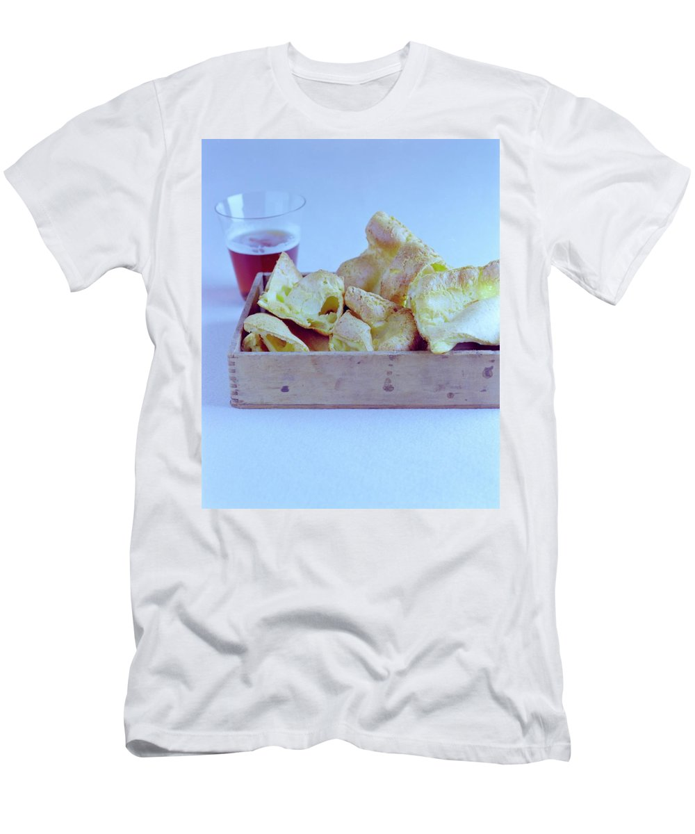 Cooking Men's T-Shirt (Athletic Fit) featuring the photograph Pork Rinds With A Pint by Romulo Yanes