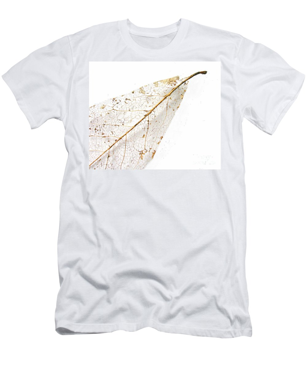 Leaf Men's T-Shirt (Athletic Fit) featuring the photograph Remnant Leaf by Ann Horn