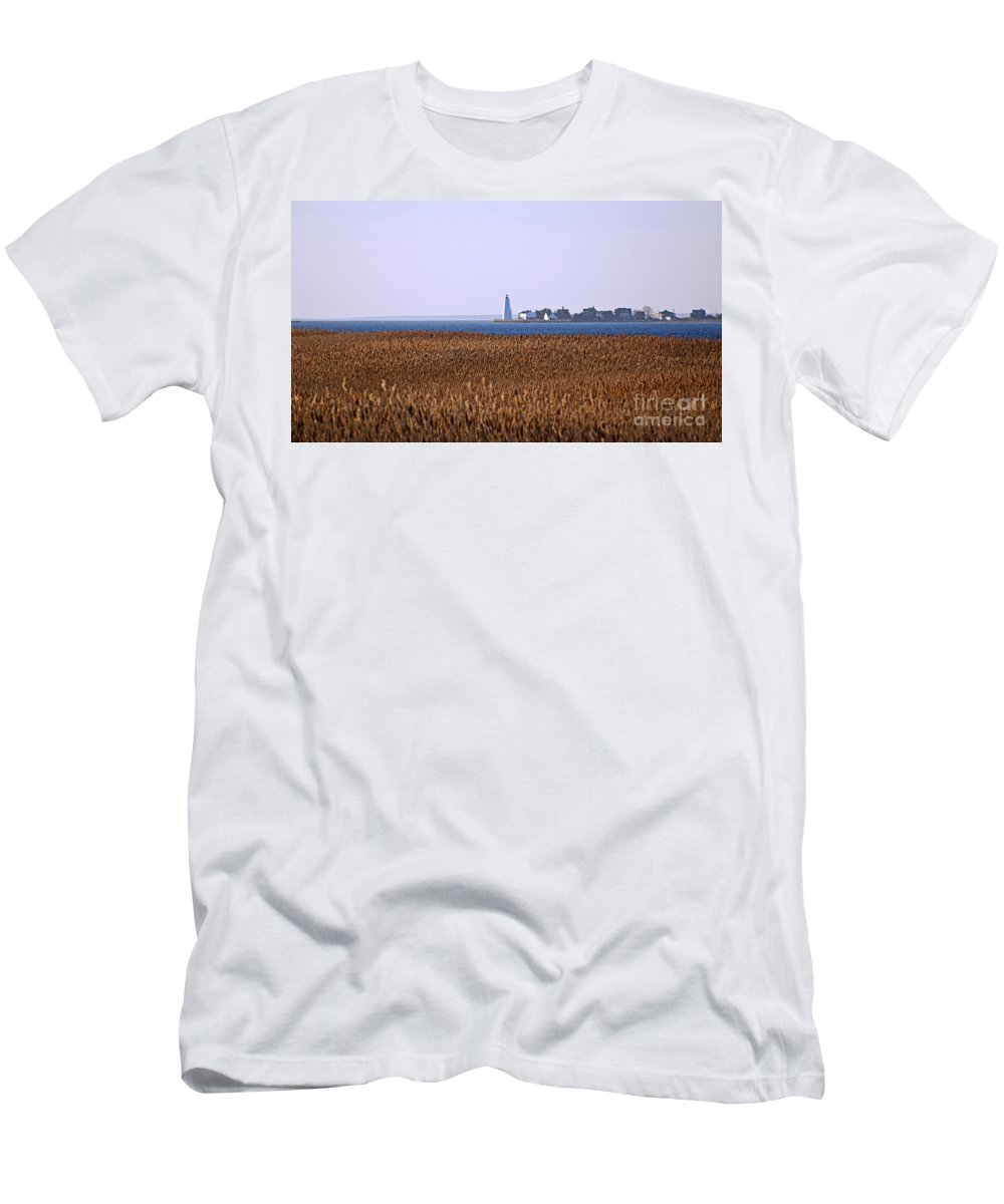 Connecticut Men's T-Shirt (Athletic Fit) featuring the photograph River's End by Joe Geraci