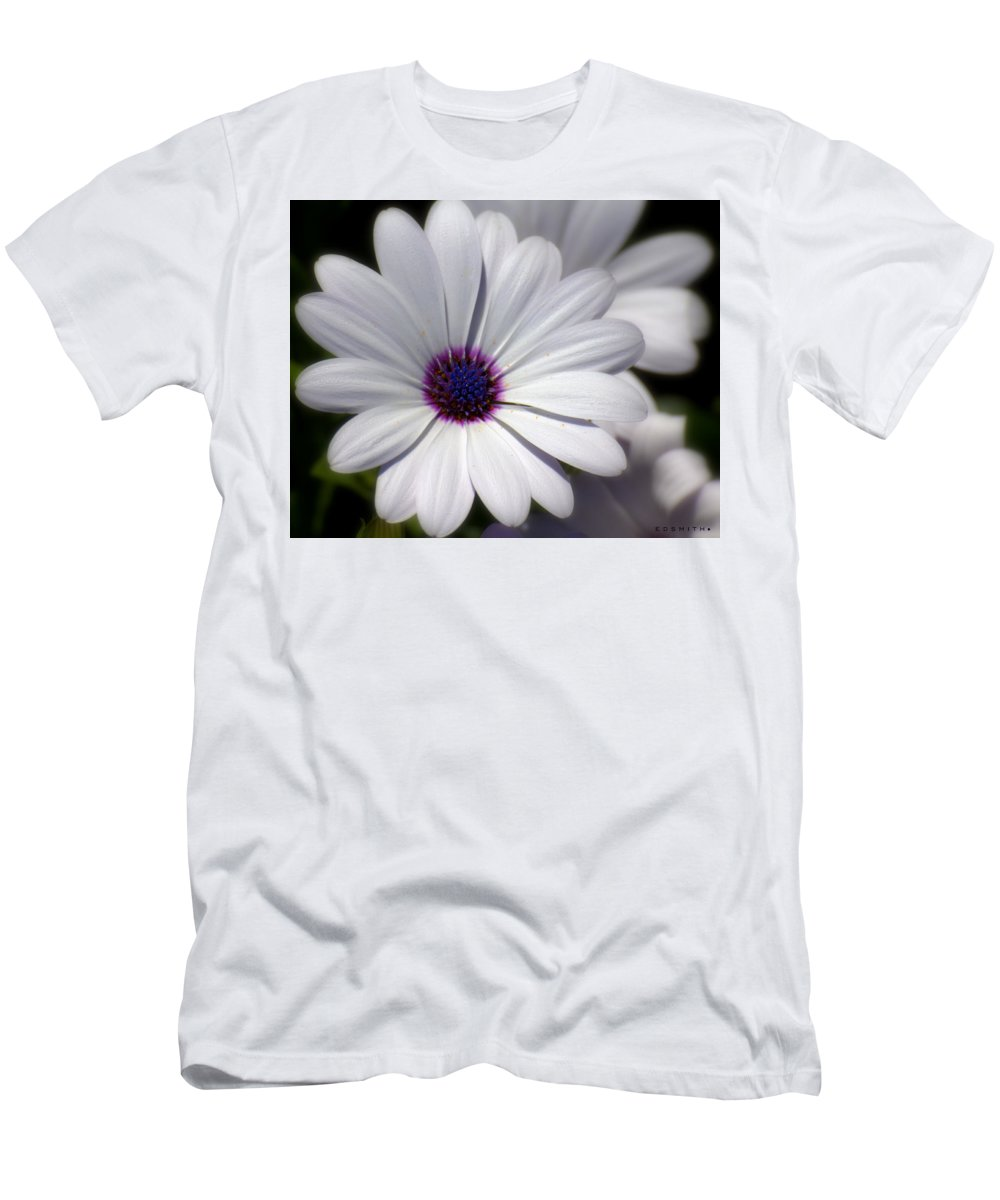 Softee Men's T-Shirt (Athletic Fit) featuring the photograph Softee by Ed Smith