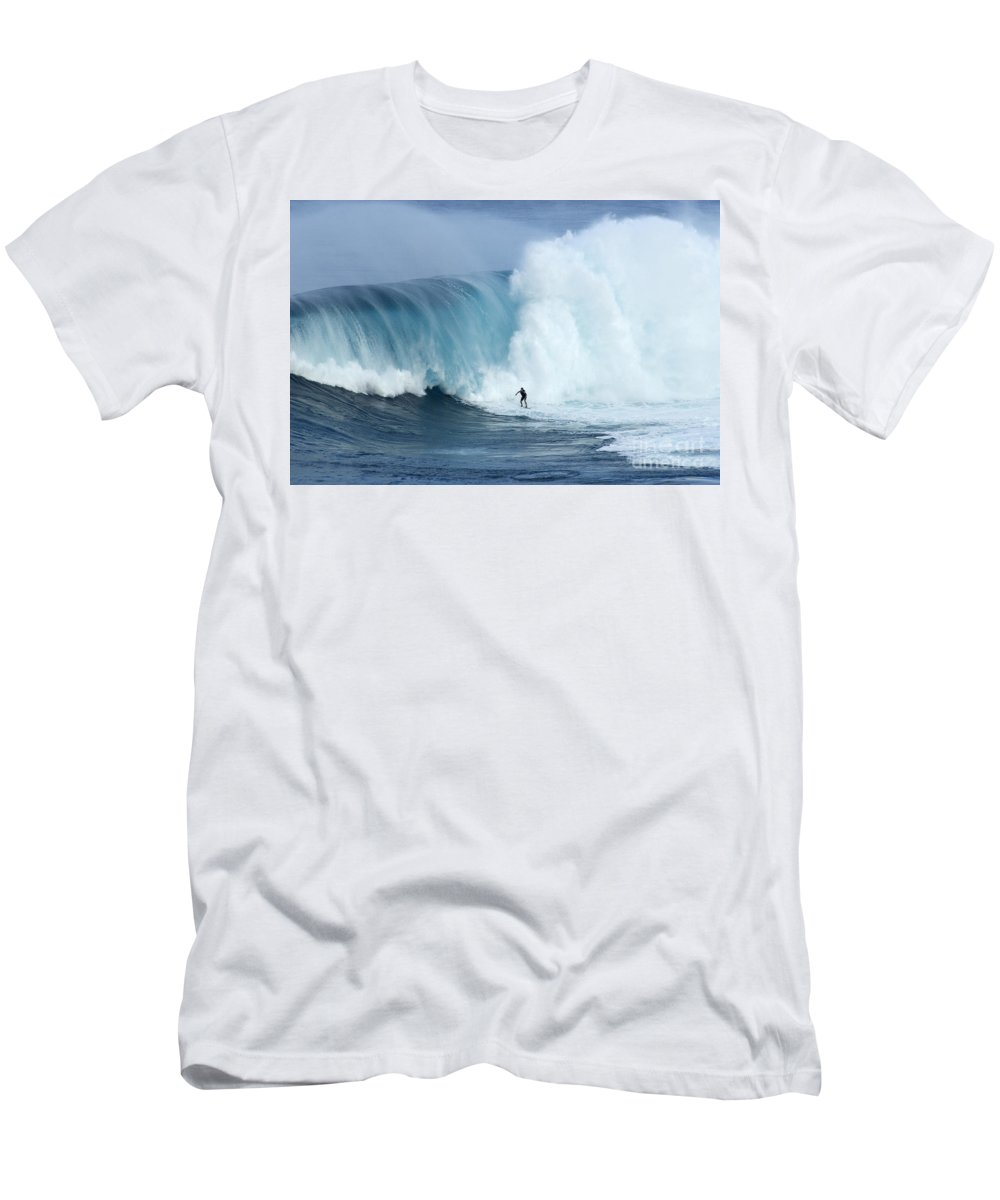 Surf Men's T-Shirt (Athletic Fit) featuring the photograph Surfing Jaws 4 by Bob Christopher