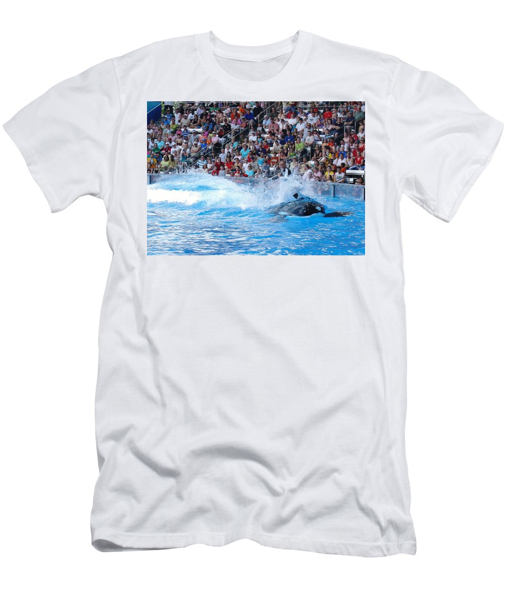 Shamu Men's T-Shirt (Athletic Fit) featuring the photograph The Ultimate Ride by David Nicholls