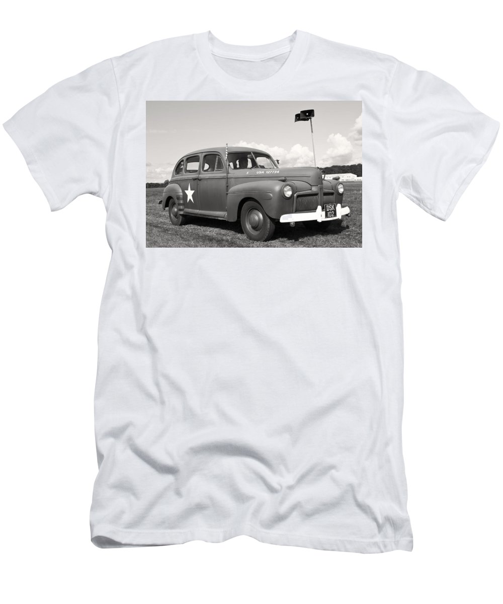 Usa Men's T-Shirt (Athletic Fit) featuring the photograph Us Army Ford Staff Car by Maj Seda