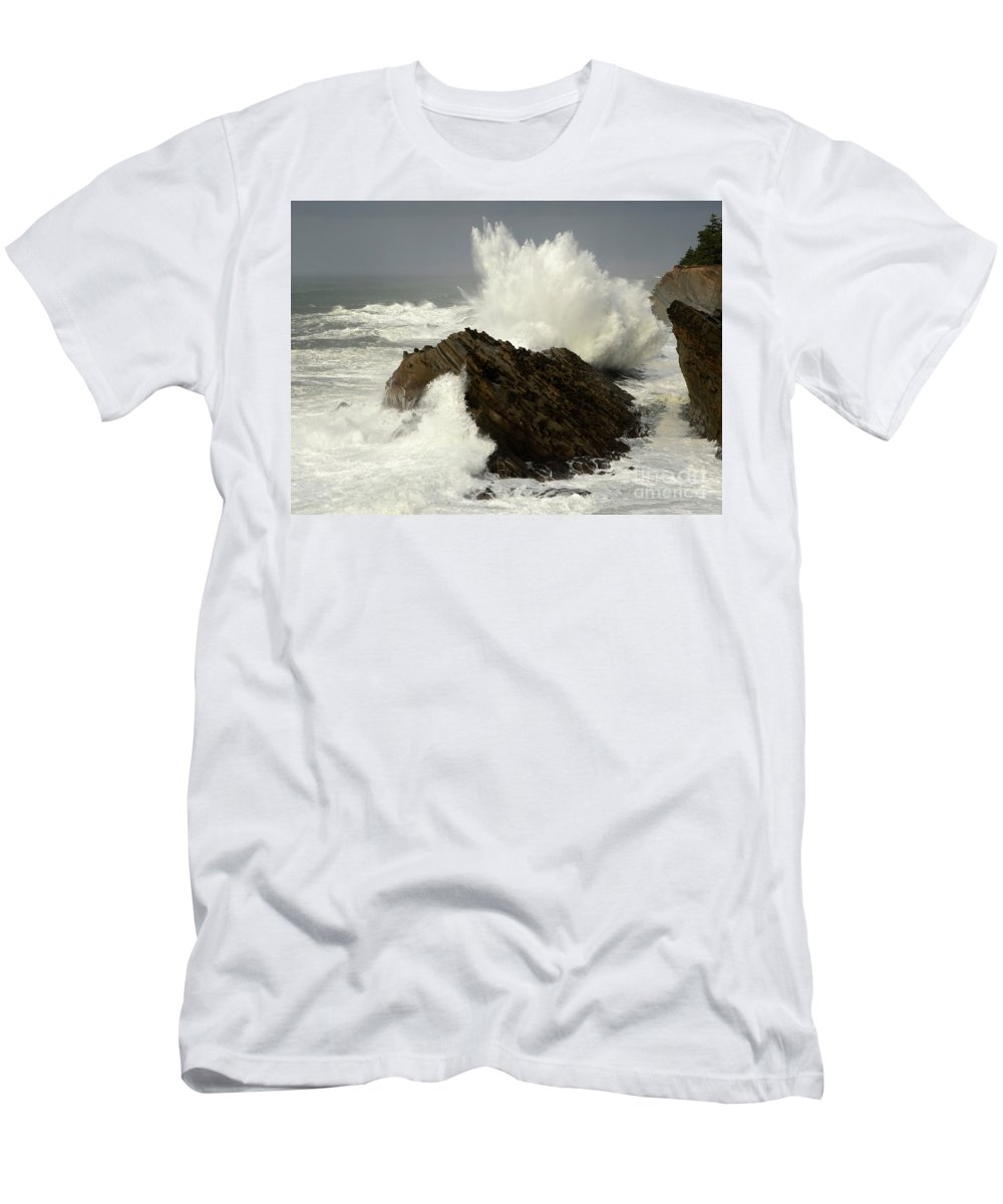 Oregon Men's T-Shirt (Athletic Fit) featuring the photograph Wave At Shore Acres by Bob Christopher