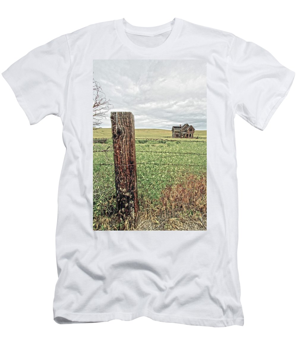 Farm House Men's T-Shirt (Athletic Fit) featuring the photograph The Old Farm House by Steve McKinzie