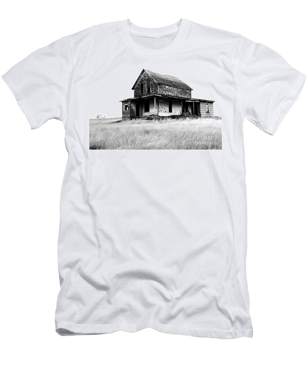 House Men's T-Shirt (Athletic Fit) featuring the photograph Abandoned And Alone by Bob Christopher