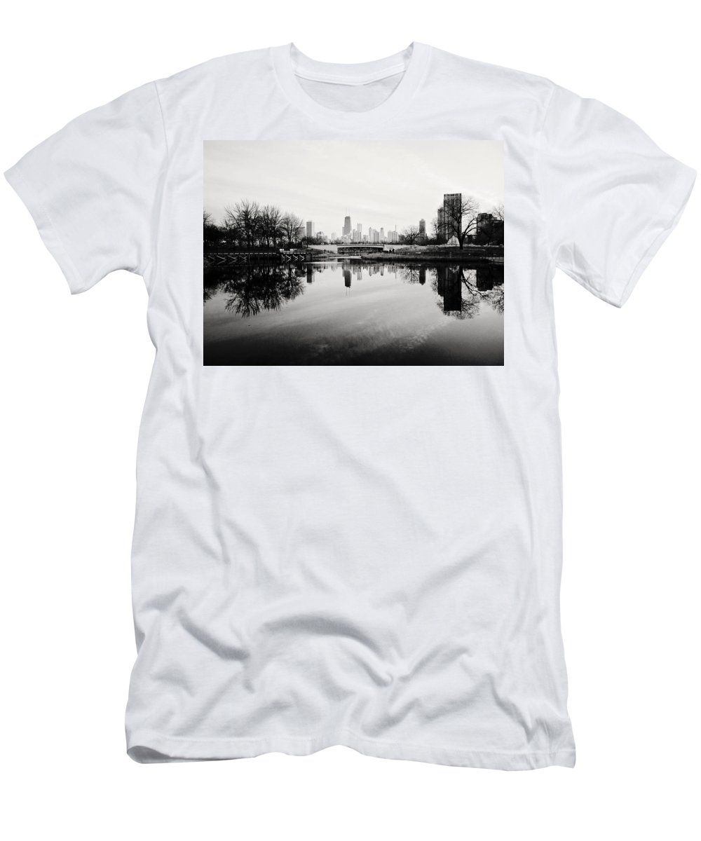 Chicago Men's T-Shirt (Athletic Fit) featuring the photograph Chicago's North Pond by Laura Kinker