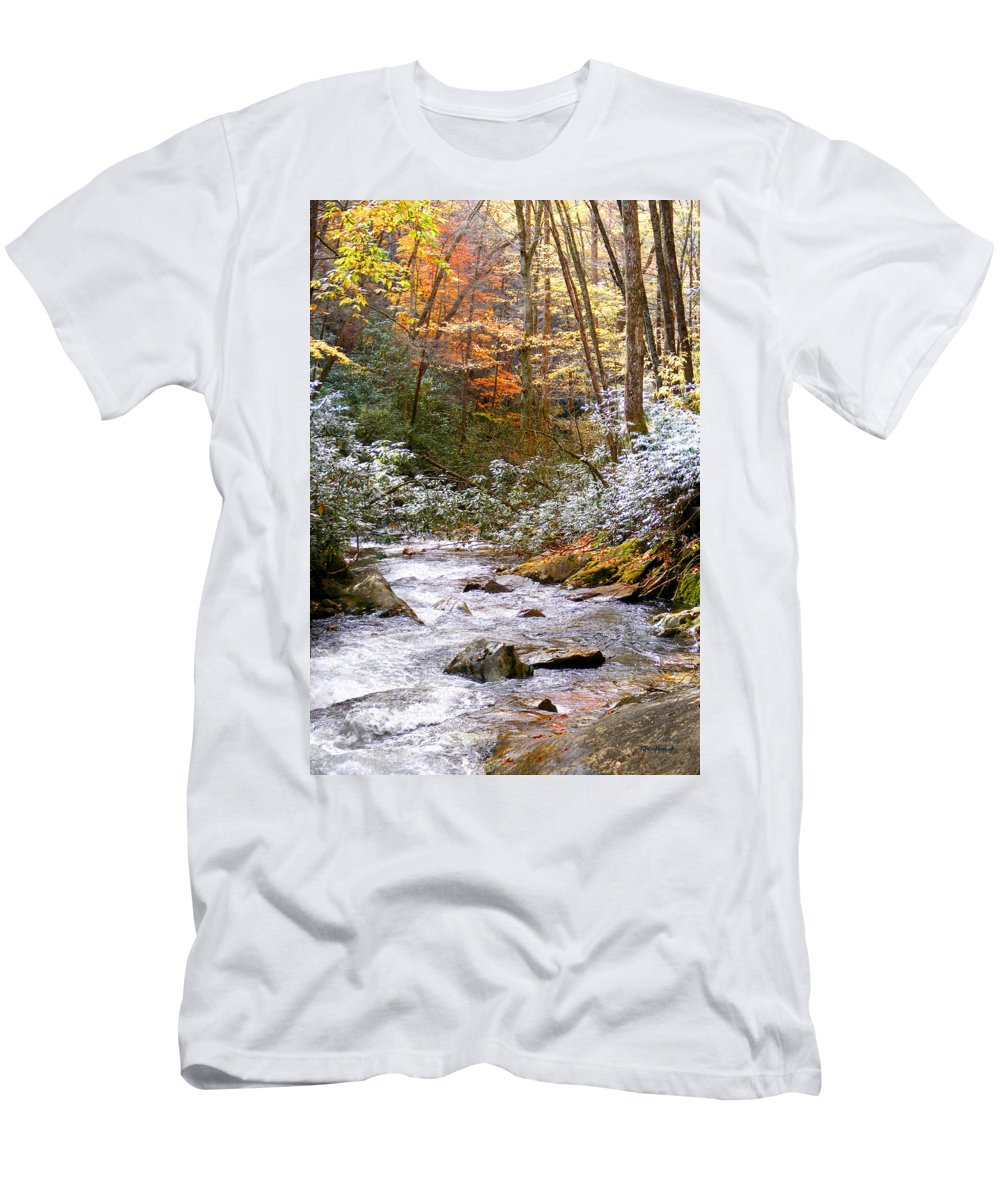 Rivers Men's T-Shirt (Athletic Fit) featuring the photograph Courthouse River In The Fall by Duane McCullough