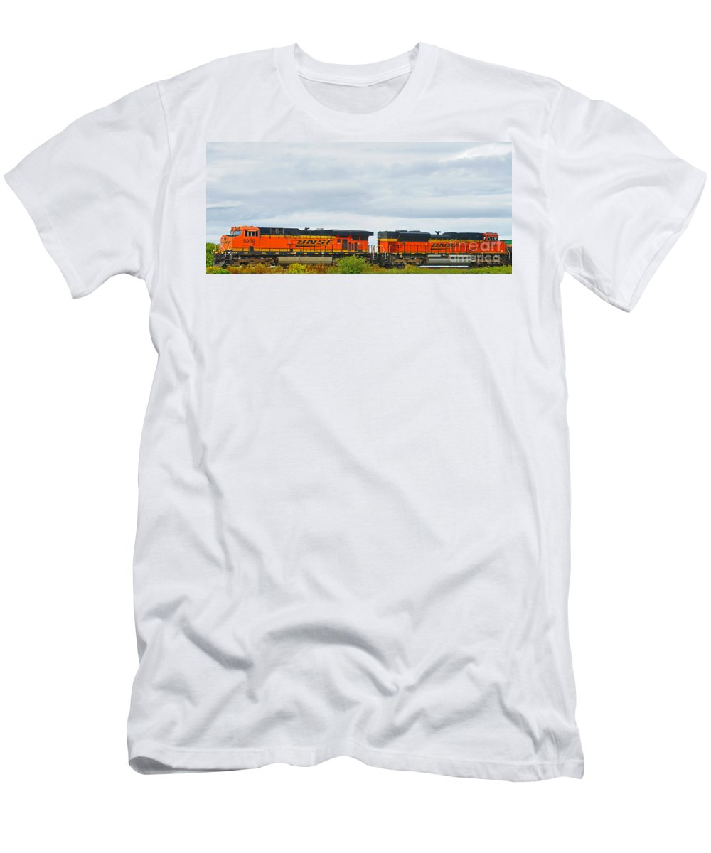 Trains Men's T-Shirt (Athletic Fit) featuring the photograph Double Bnsf Engines by Randy Harris