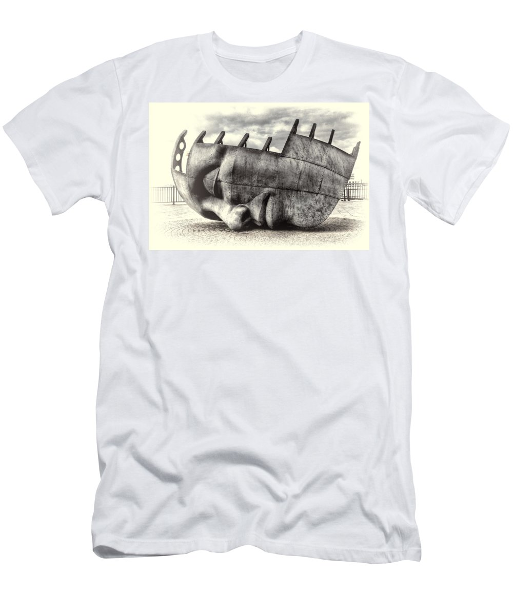 Maritime Memorial Men's T-Shirt (Athletic Fit) featuring the photograph Maritime Memorial Cardiff Bay Opal by Steve Purnell
