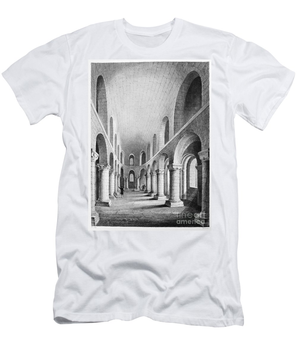 1080 Men's T-Shirt (Athletic Fit) featuring the photograph Tower Of London: Chapel by Granger