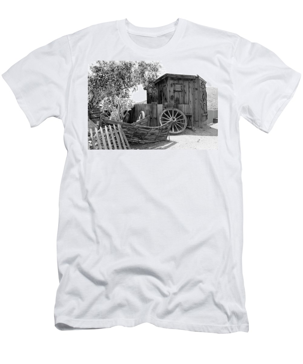 Calico Men's T-Shirt (Athletic Fit) featuring the photograph Chita by Frank Henley