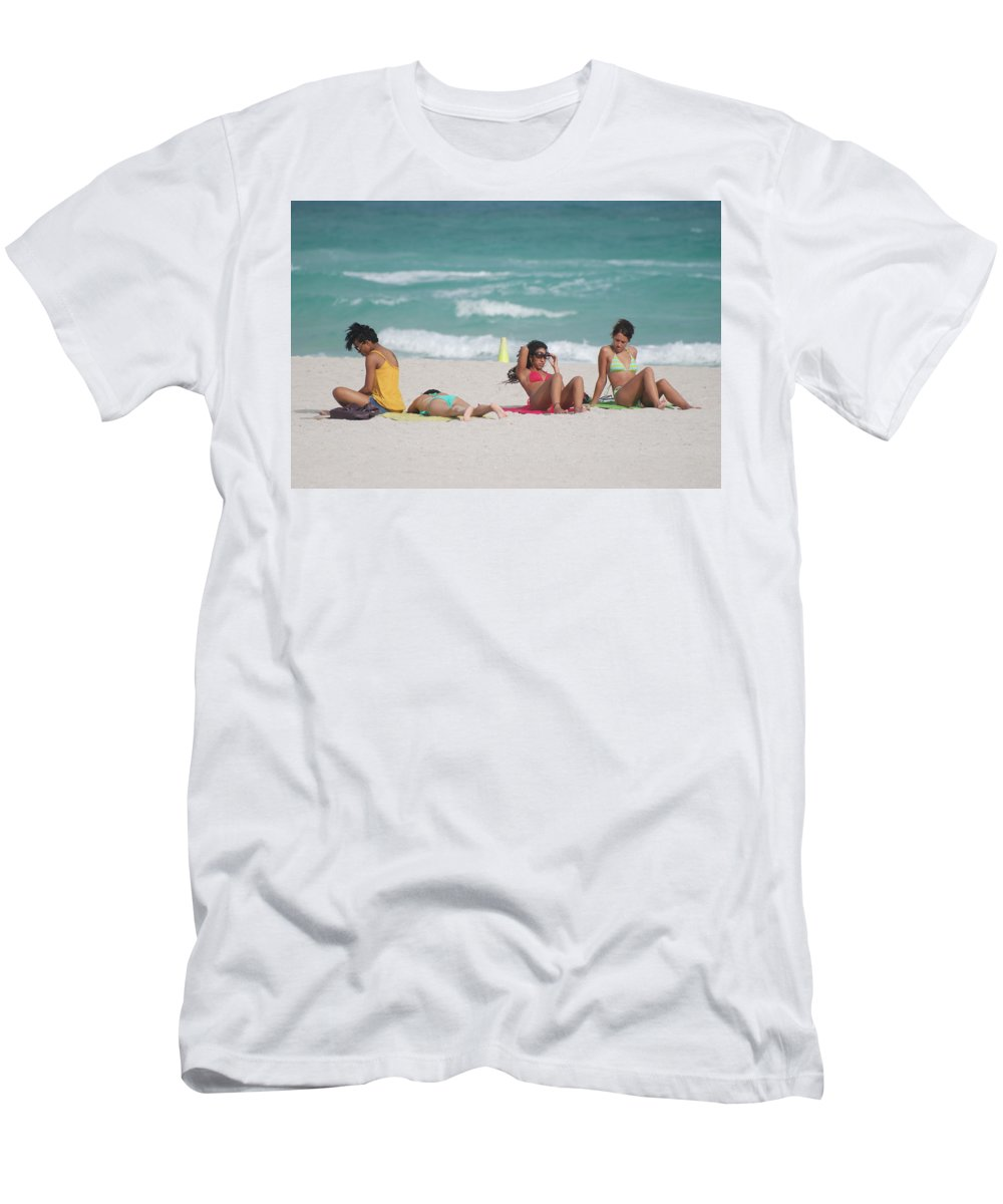 Sea Scape Men's T-Shirt (Athletic Fit) featuring the photograph 3 Up 1 Down At The Beach by Rob Hans
