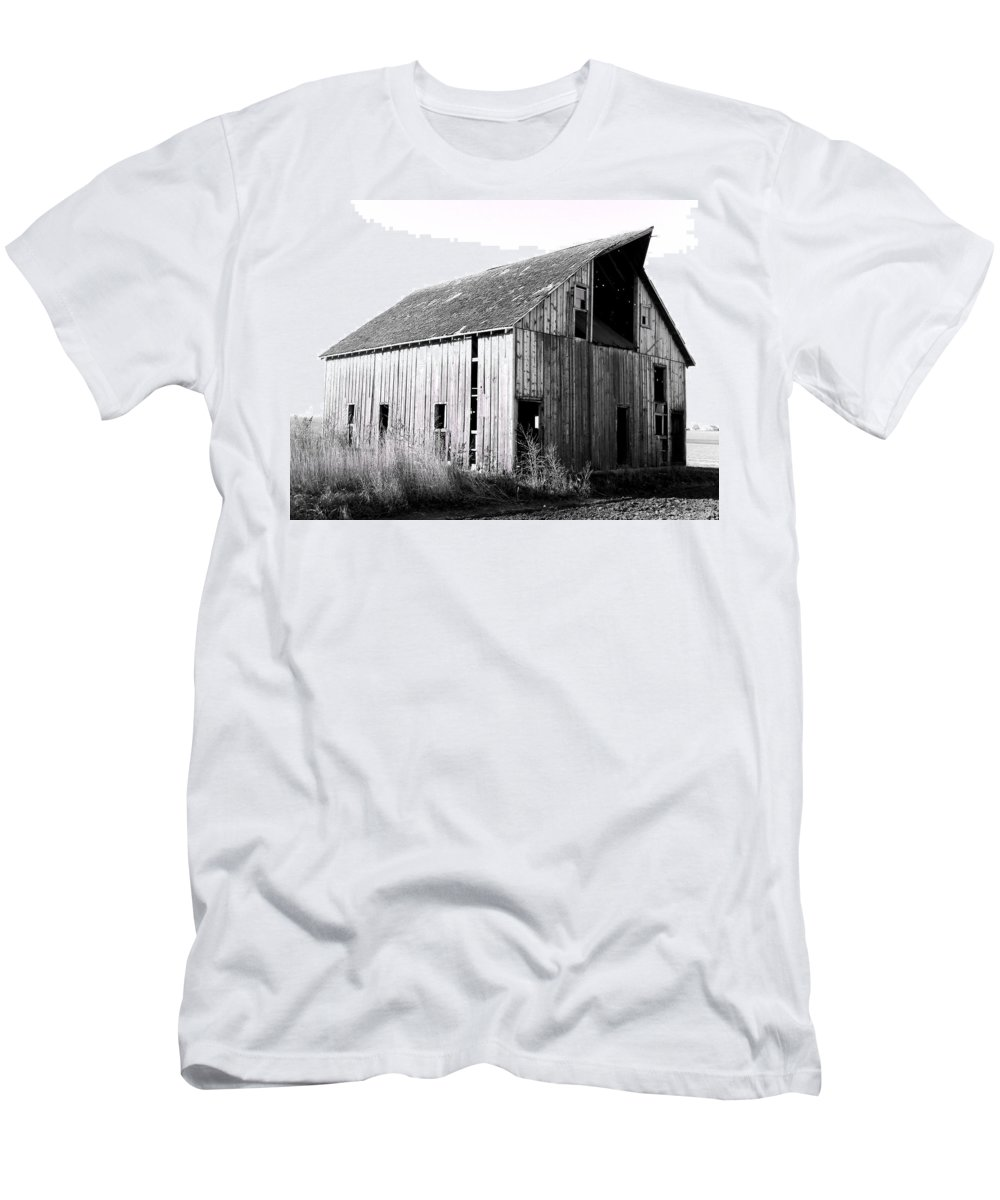 Barn Men's T-Shirt (Athletic Fit) featuring the photograph Albert City Barn 3 by Julie Hamilton