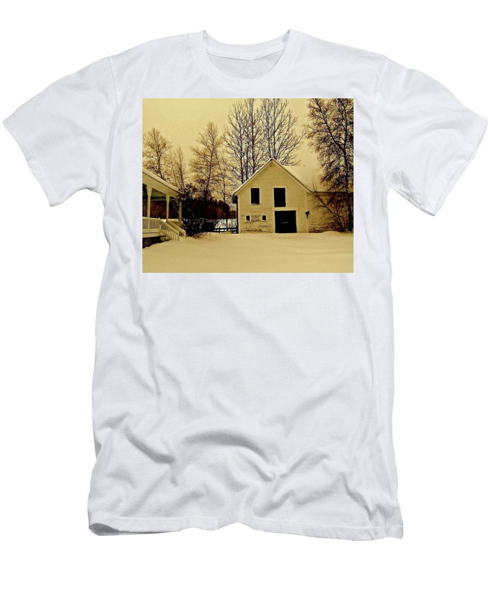 Barn Men's T-Shirt (Athletic Fit) featuring the photograph Barn In Winter by Elizabeth Tillar