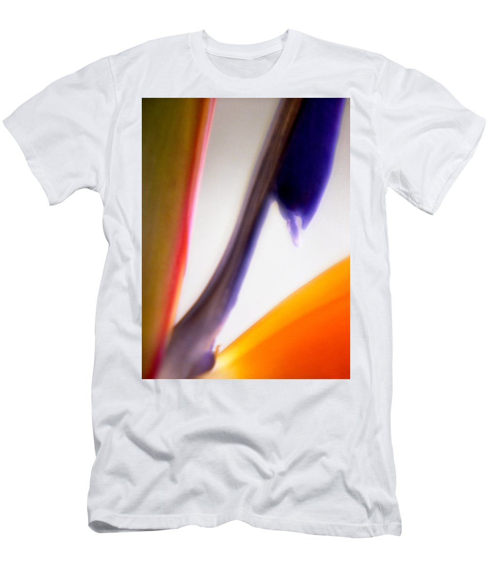 Macro Men's T-Shirt (Athletic Fit) featuring the photograph Bird Of Paradise by Lee Santa