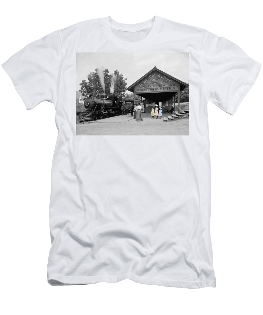 Catskill Men's T-Shirt (Athletic Fit) featuring the photograph Catskill Railroad by Andrew Fare
