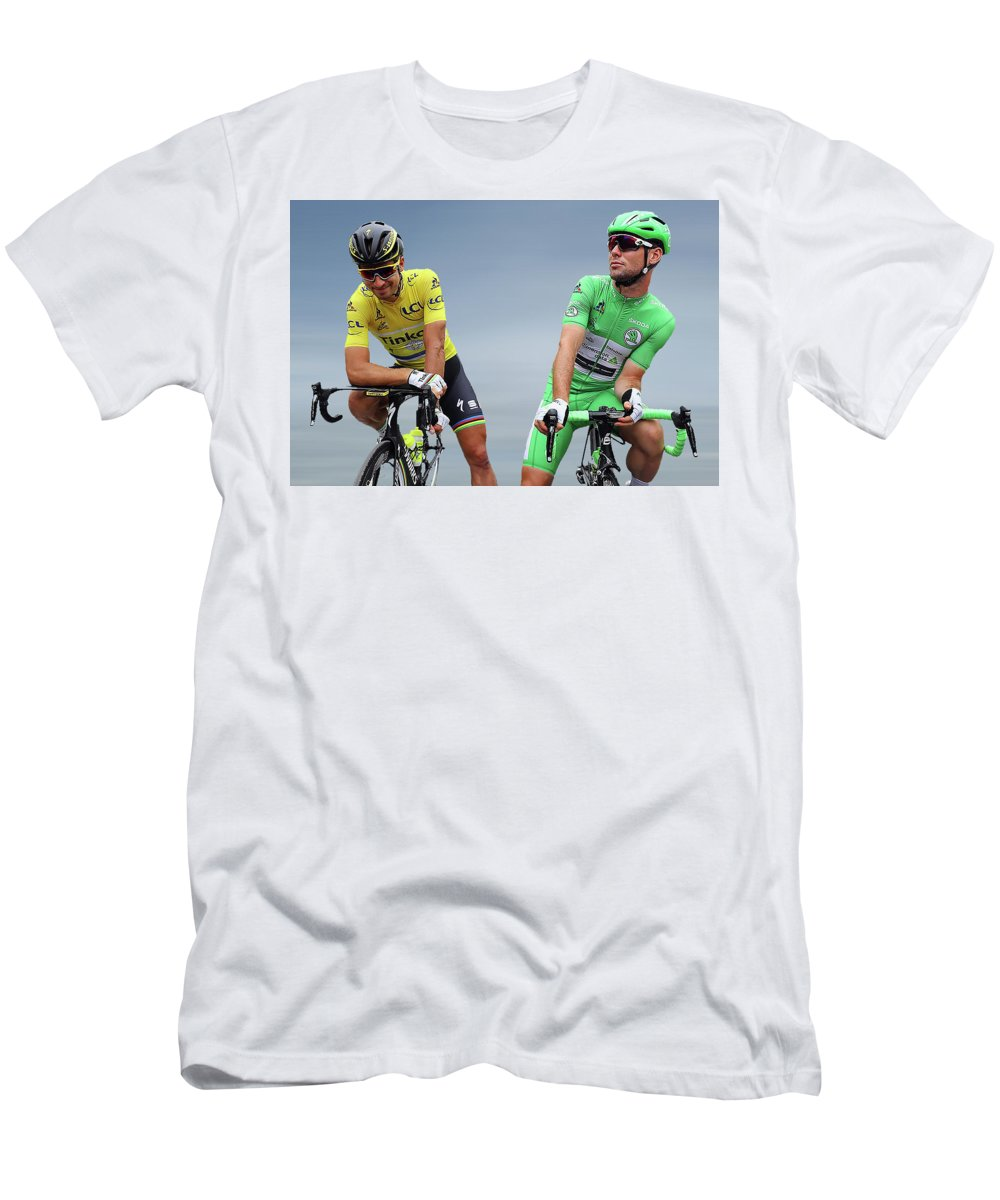 Mark Cavendish Men's T-Shirt (Athletic Fit) featuring the photograph Cavendish V Sagan 1 by Smart Aviation