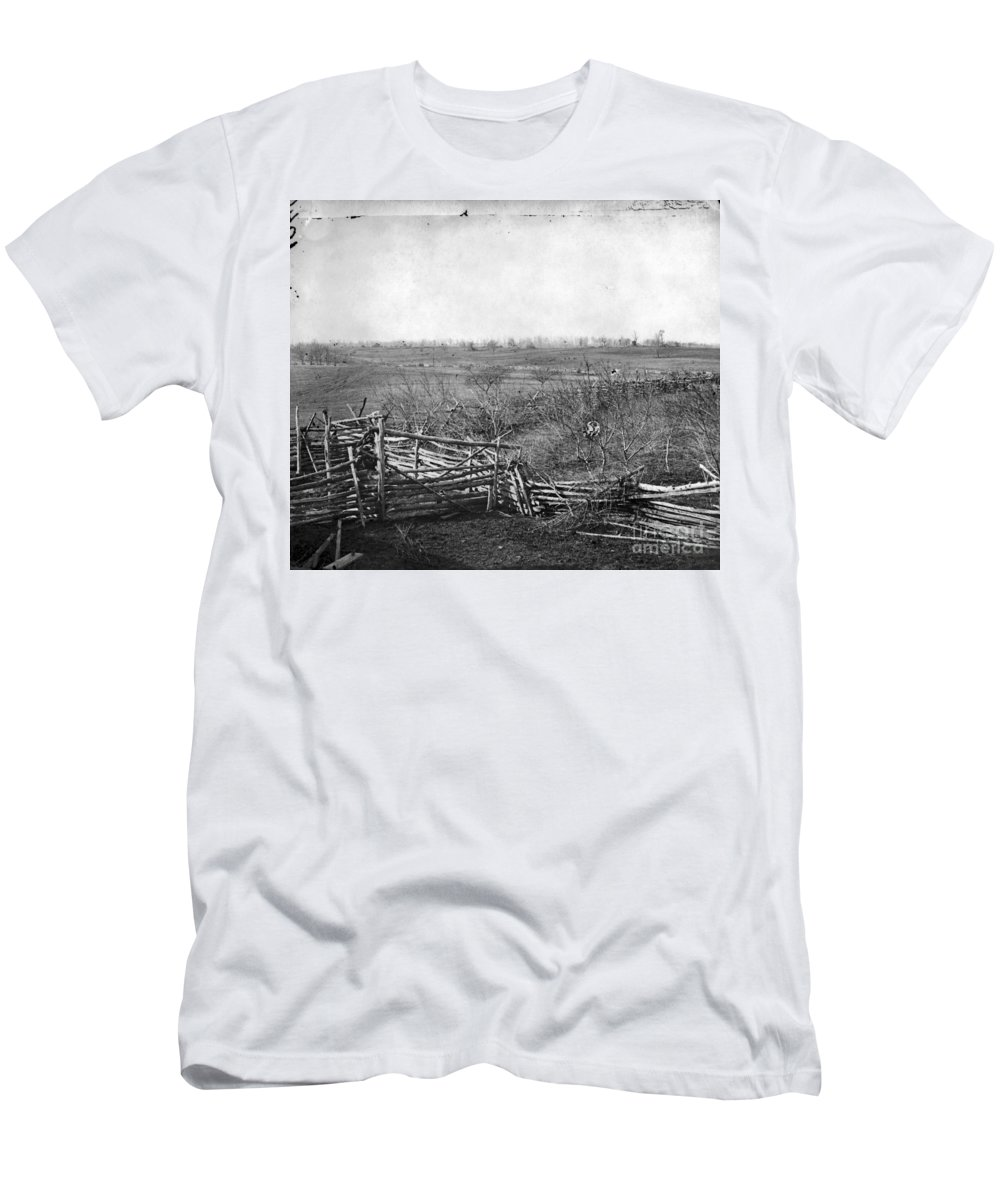 1861 Men's T-Shirt (Athletic Fit) featuring the photograph Civil War: Bull Run, 1861 by Granger