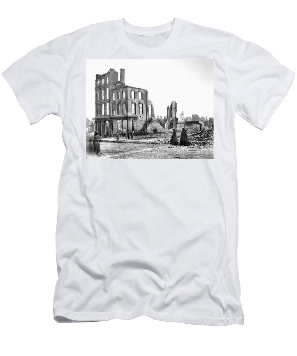 1865 Men's T-Shirt (Athletic Fit) featuring the photograph Civil War: Fall Of Richmond by Granger