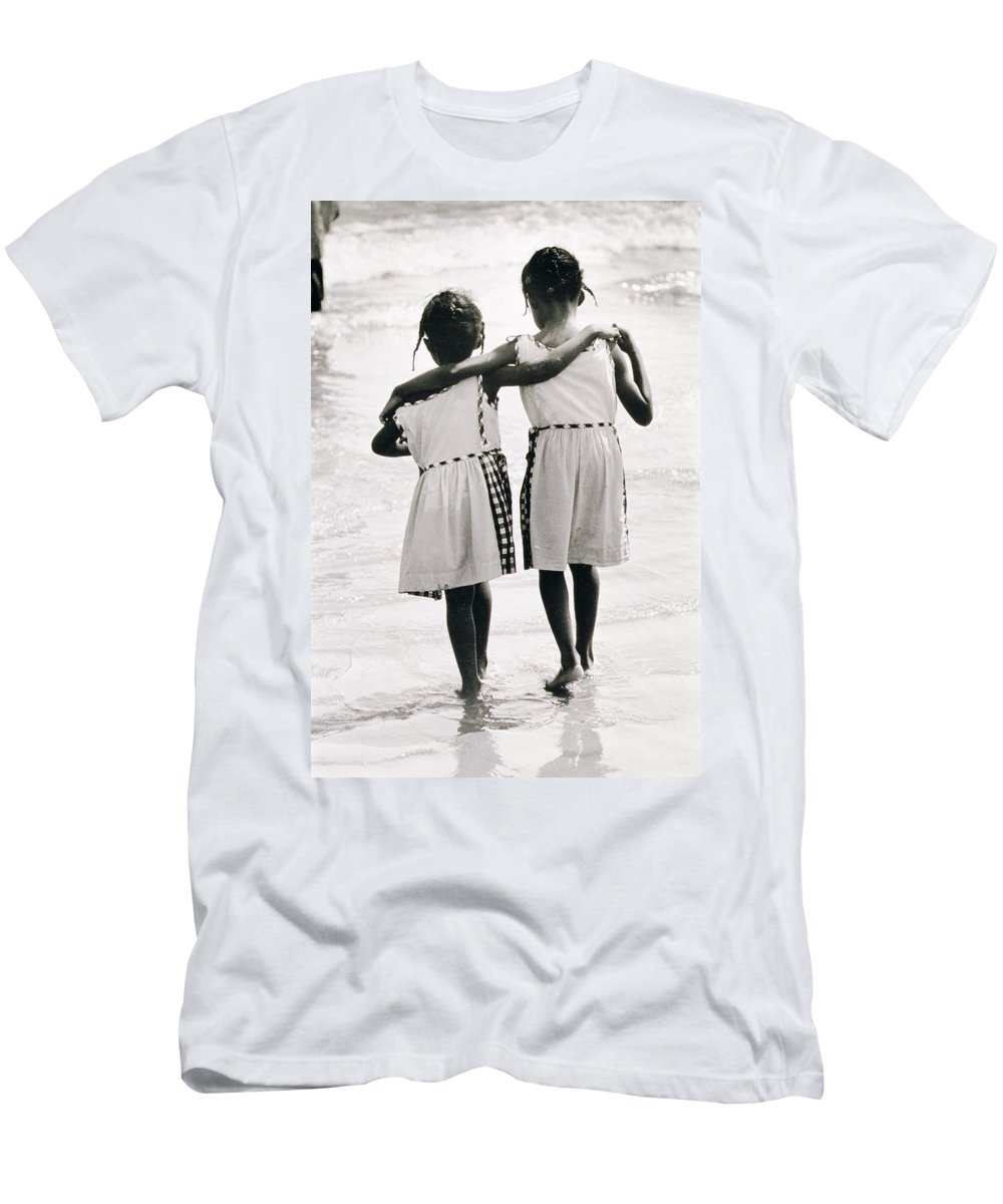 Sister Men's T-Shirt (Athletic Fit) featuring the photograph Coney Island Sisters by Nat Herz