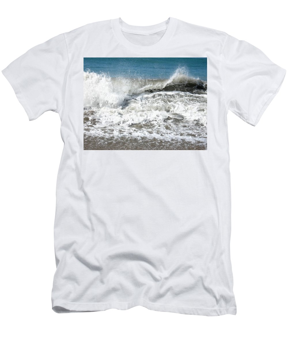 Seascape Men's T-Shirt (Athletic Fit) featuring the photograph Crashing Wave by Christie Starr Featherstone