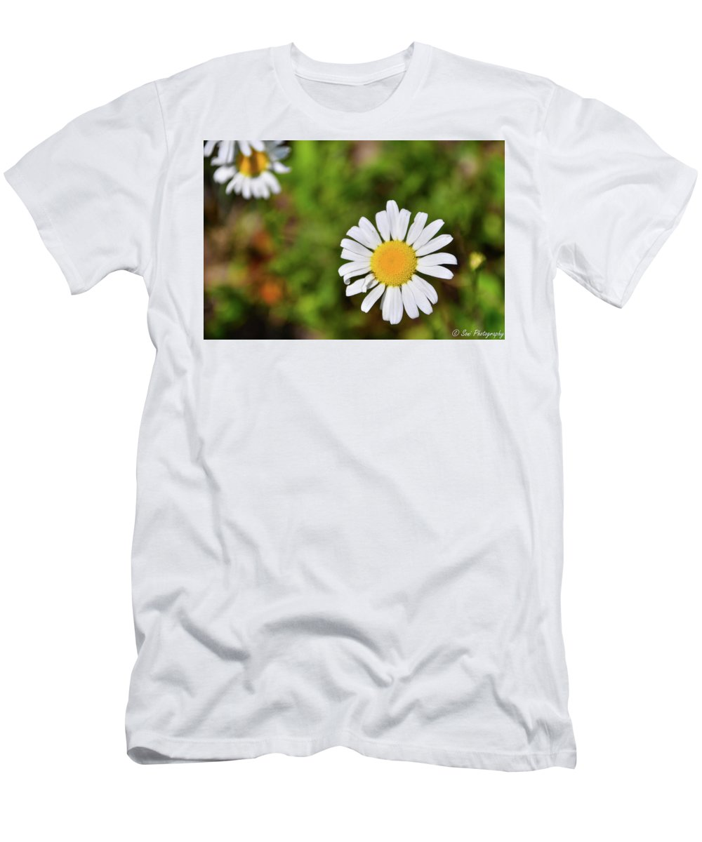 Plants Men's T-Shirt (Athletic Fit) featuring the photograph Daisy by Soni Macy