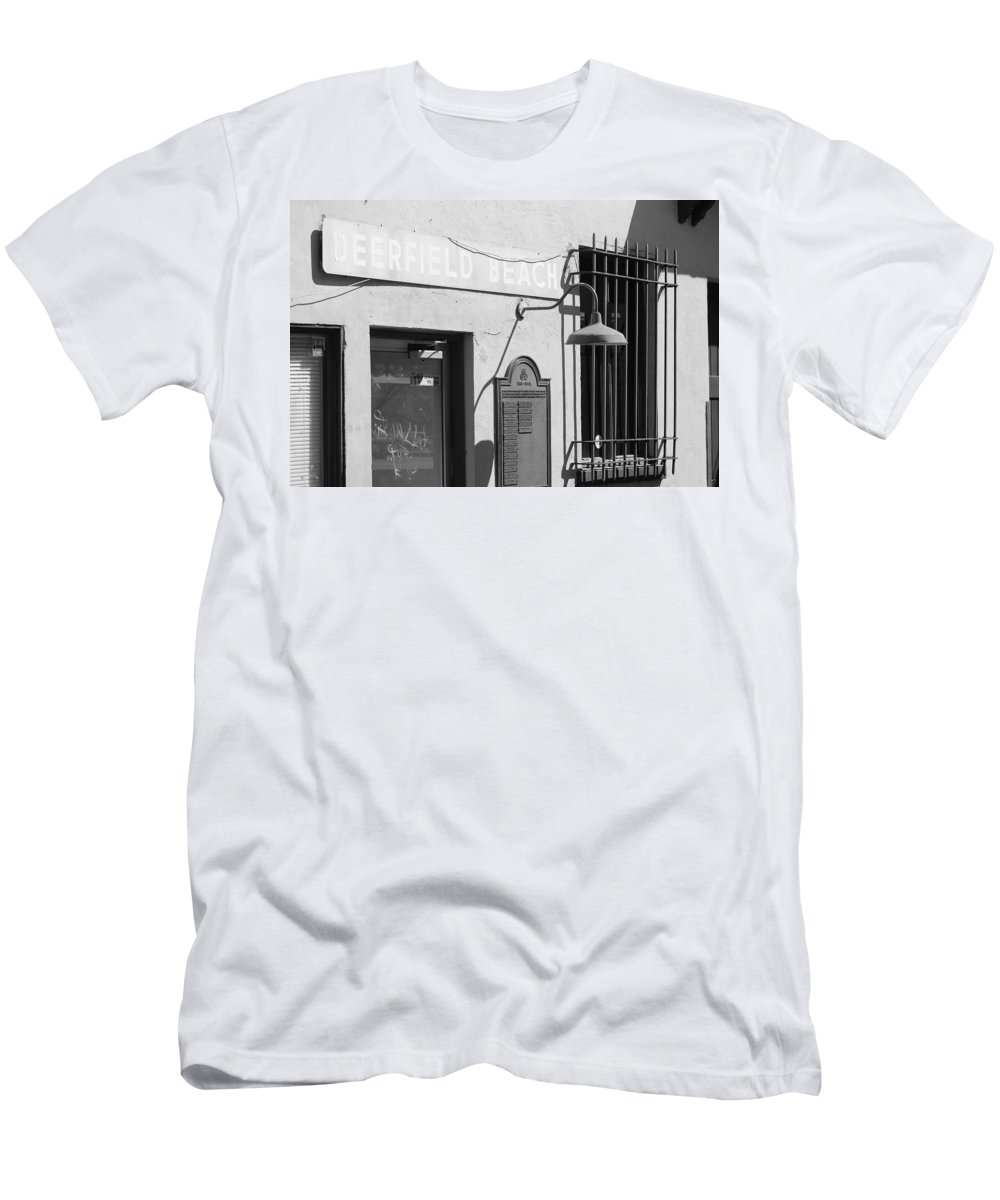 Train Station Men's T-Shirt (Athletic Fit) featuring the photograph Deerfield Beach Train Station by Rob Hans